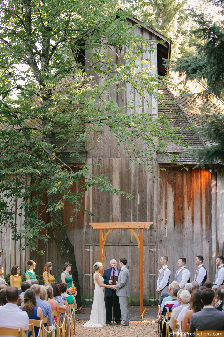 cornelius-pass-roadhouse-hillsboro-oregon-wedding-ceremony4
