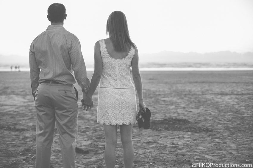 Diana + Rich :: Oregon Beach Engagement Session