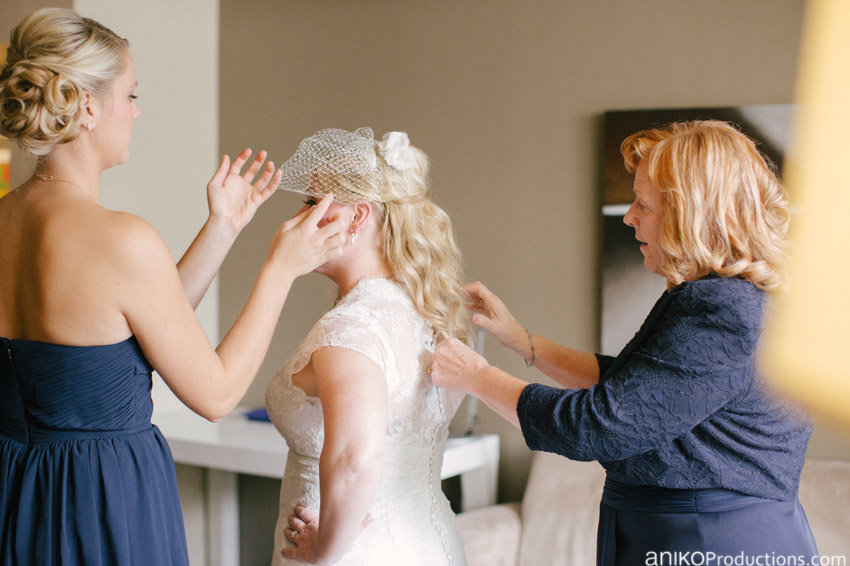 rose-hotel-portland-wedding-photographers-getting-ready