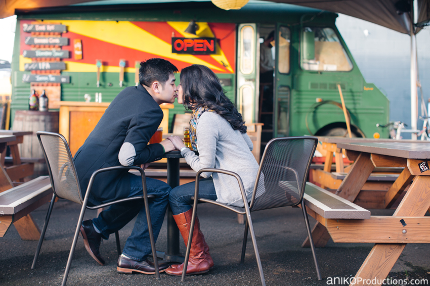portland-lunch-trunk-beer-engagement-photos10
