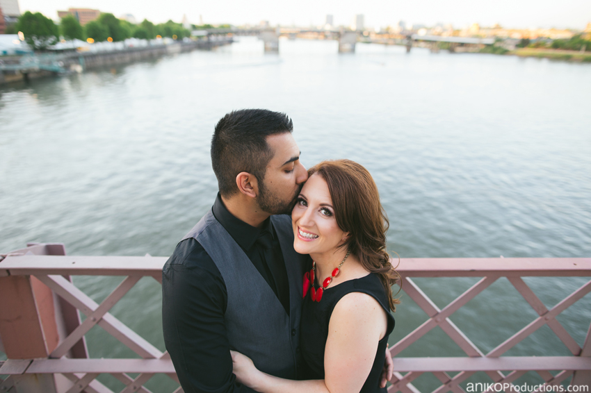 hawthorne-bridge-portland-engagement-photo3