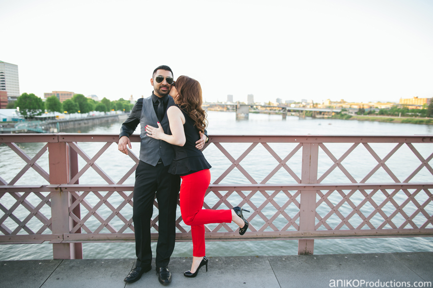hawthorne-bridge-portland-engagement-photo6