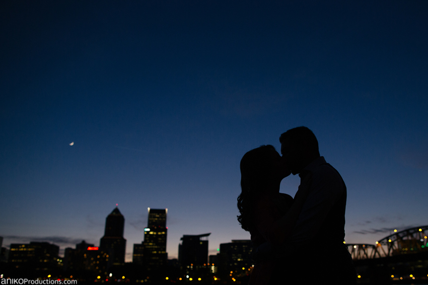 portland-skyline-engagement-photo