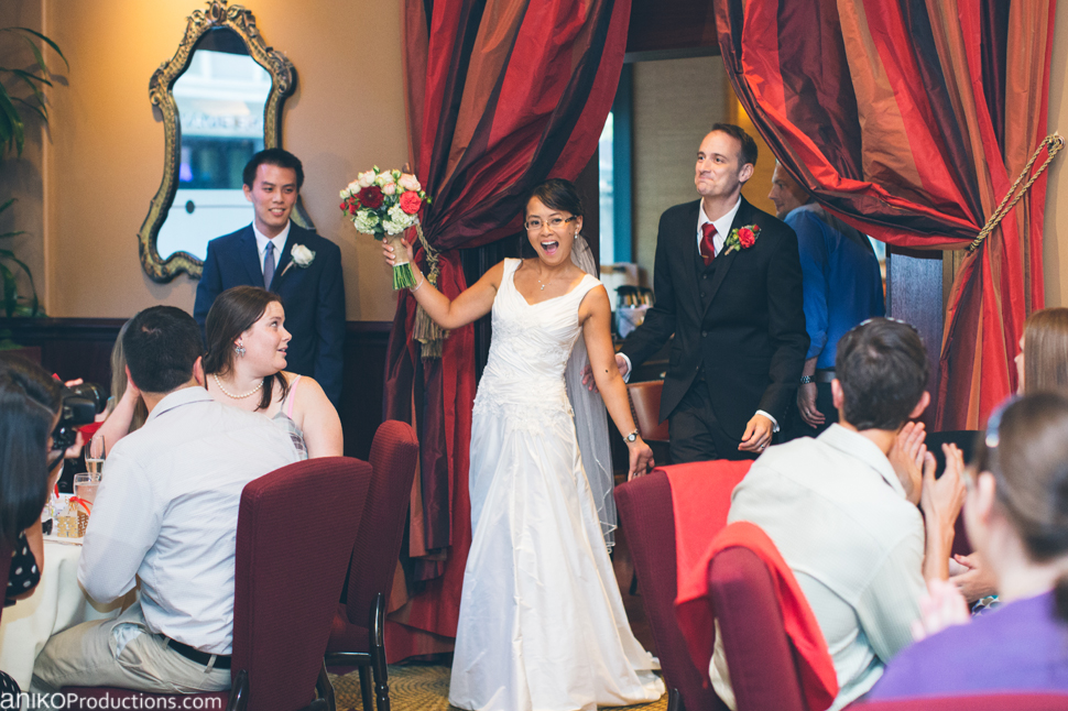 portland-oregon-wedding-photos-downtown-hotel-monaco-red-tavern4