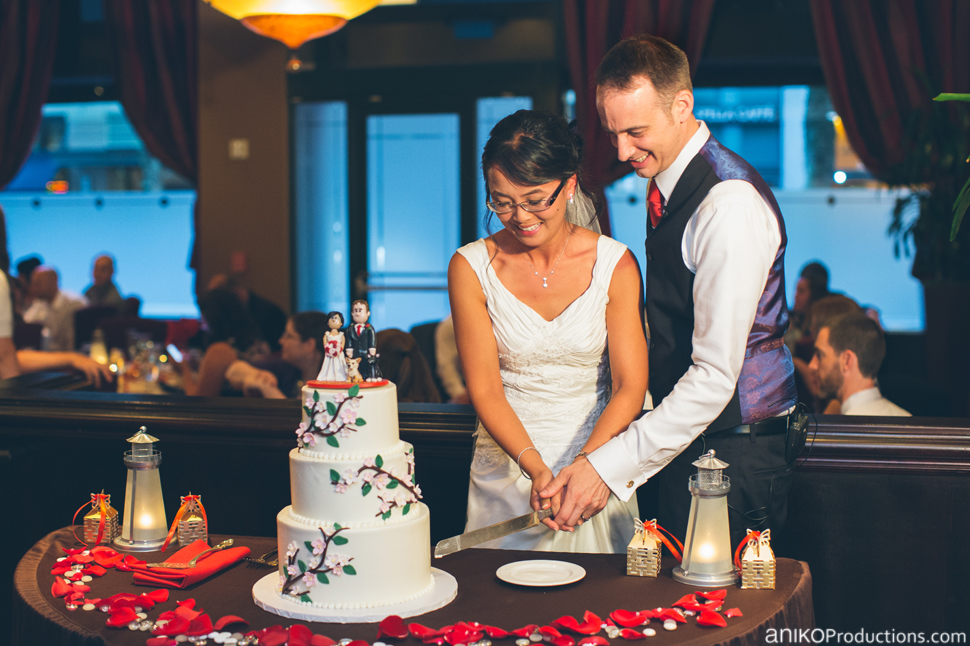 portland-oregon-wedding-photos-downtown-hotel-monaco-red-tavern6