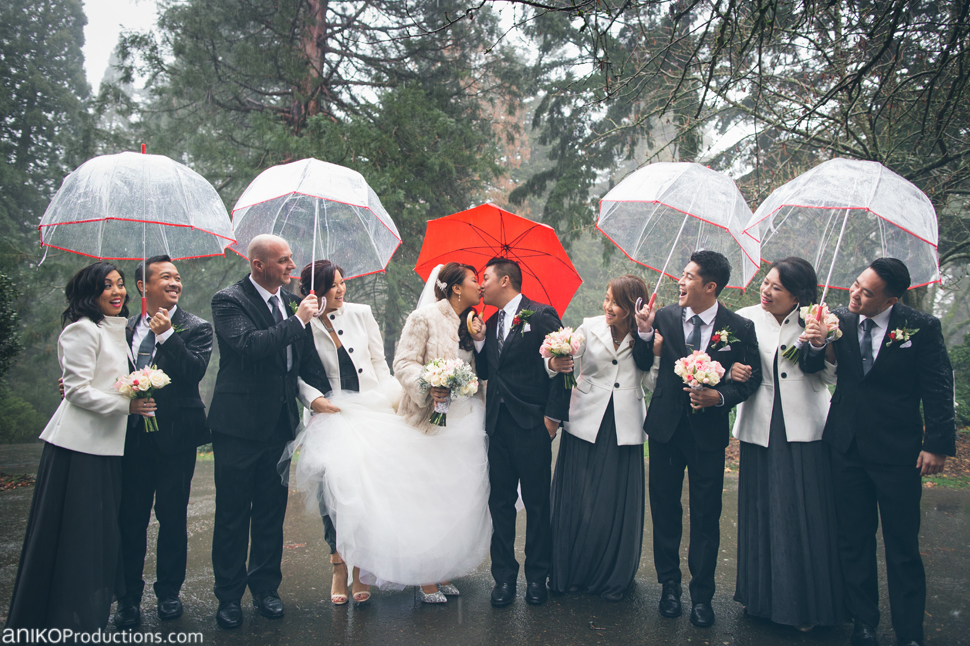 portland-wedding-photos-rain-umbrellas-bridal-party-red3