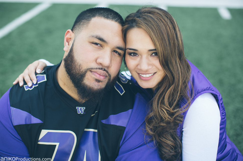 husky-seattle-engagement-photos-football-university-washington-campus11