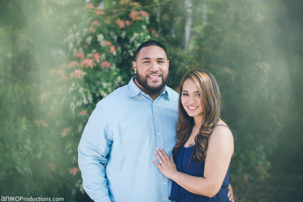 husky-seattle-engagement-photos-football-university-washington-campus16