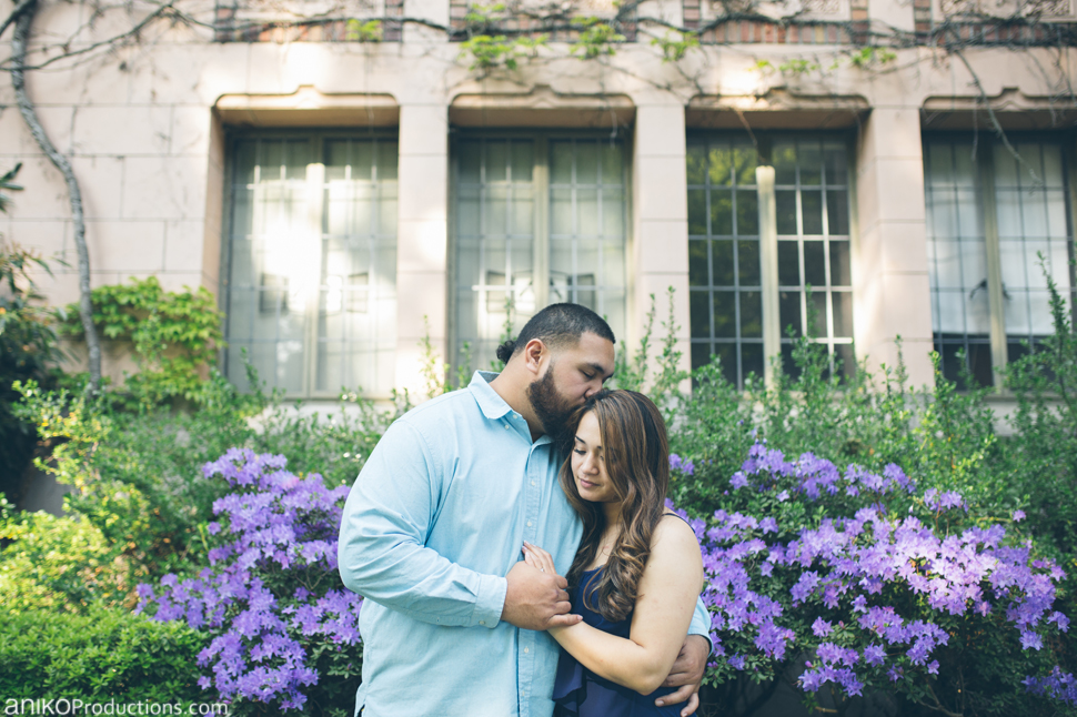 husky-seattle-engagement-photos-football-university-washington-campus21