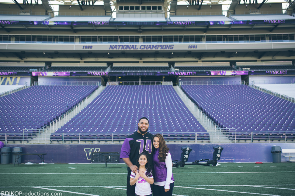 husky-seattle-engagement-photos-football-university-washington-campus6