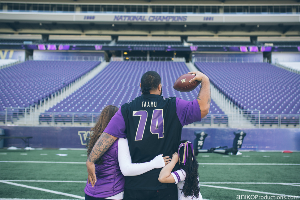 husky-seattle-engagement-photos-football-university-washington-campus7