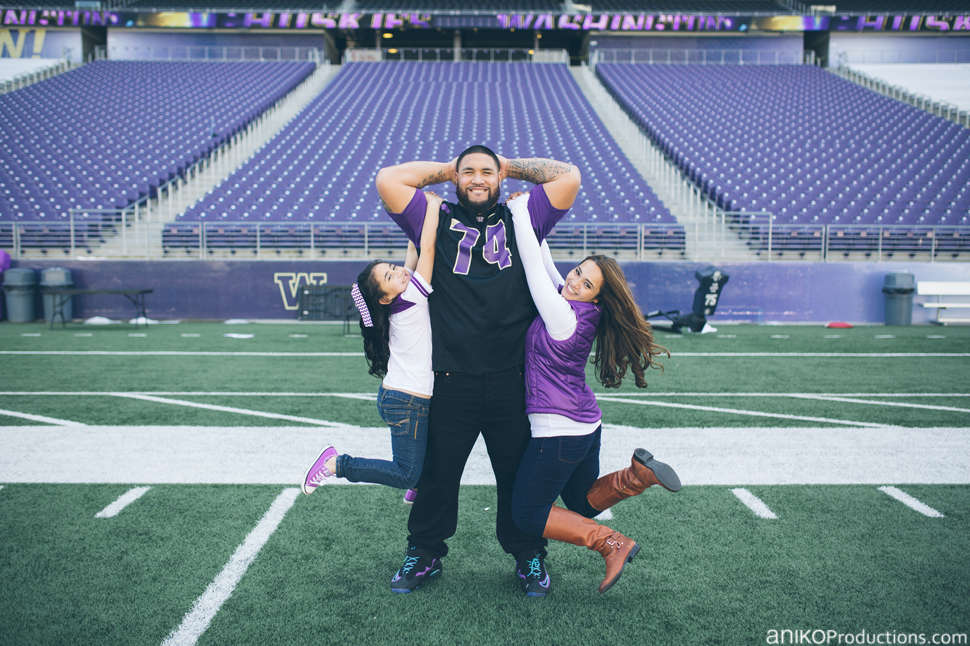 husky-seattle-engagement-photos-football-university-washington-campus8