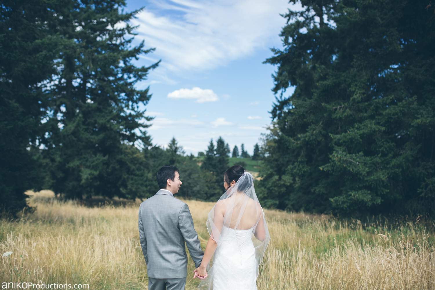 oregon-golf-club-wedding-photos-grass1