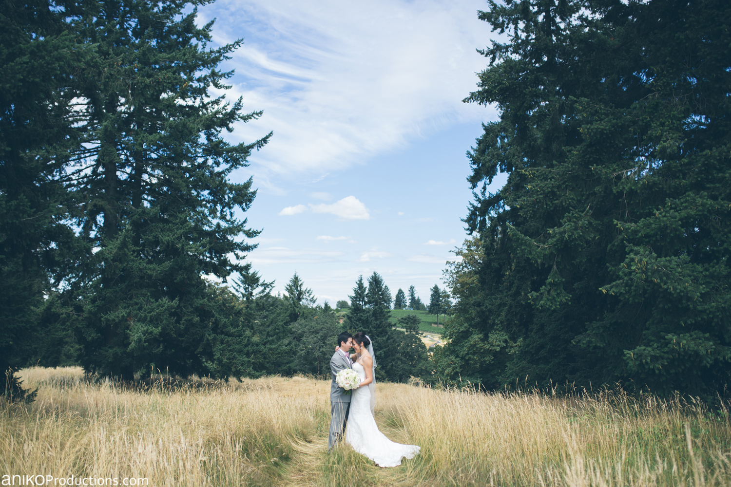 oregon-golf-club-wedding-photos-grass2