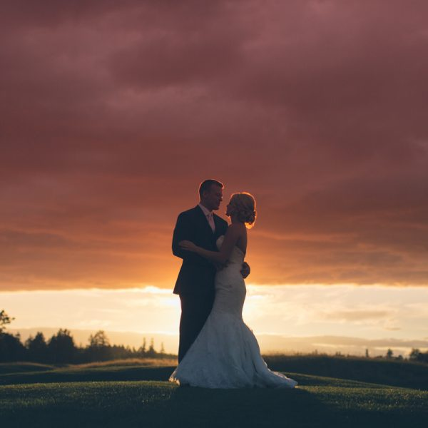 bride and groom sunset picture at oregon vineyard