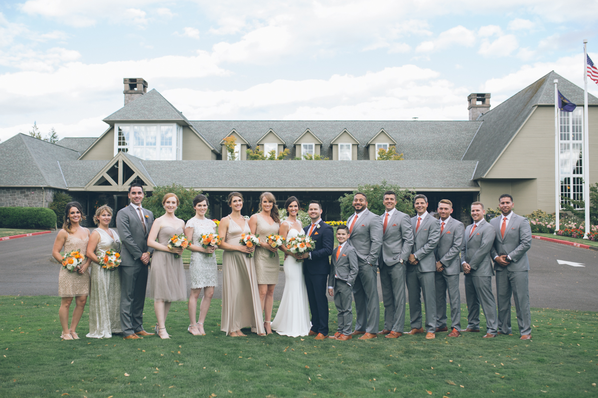 oregon golf club wedding photos of bridal party