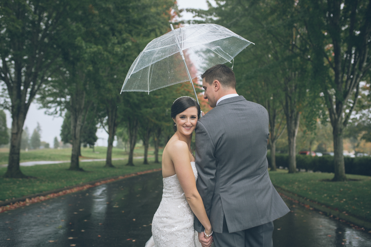 rainy oregon wedding photos