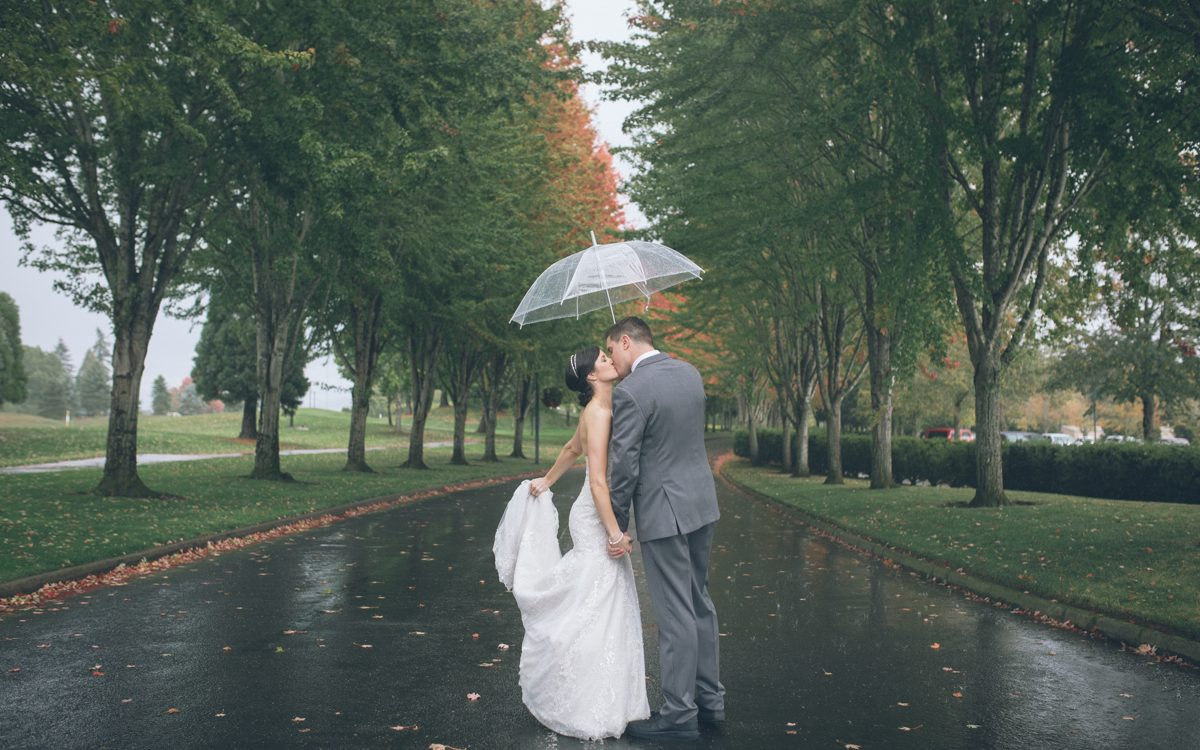 the reserve golf club wedding photos in the rain