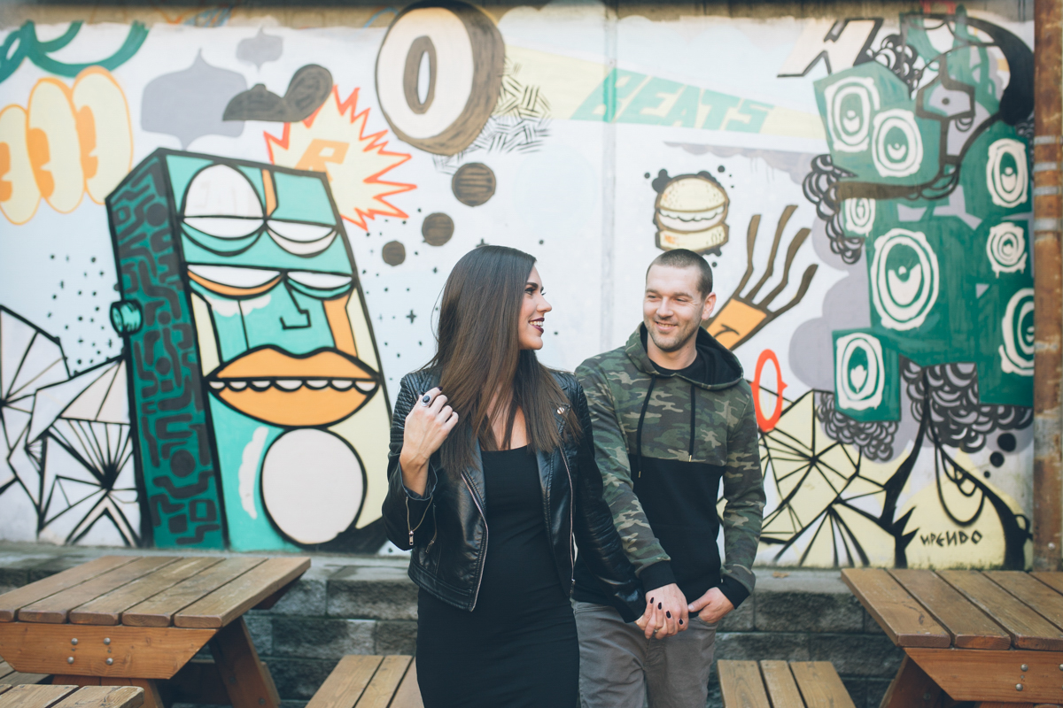 fun engagement pictures with murals