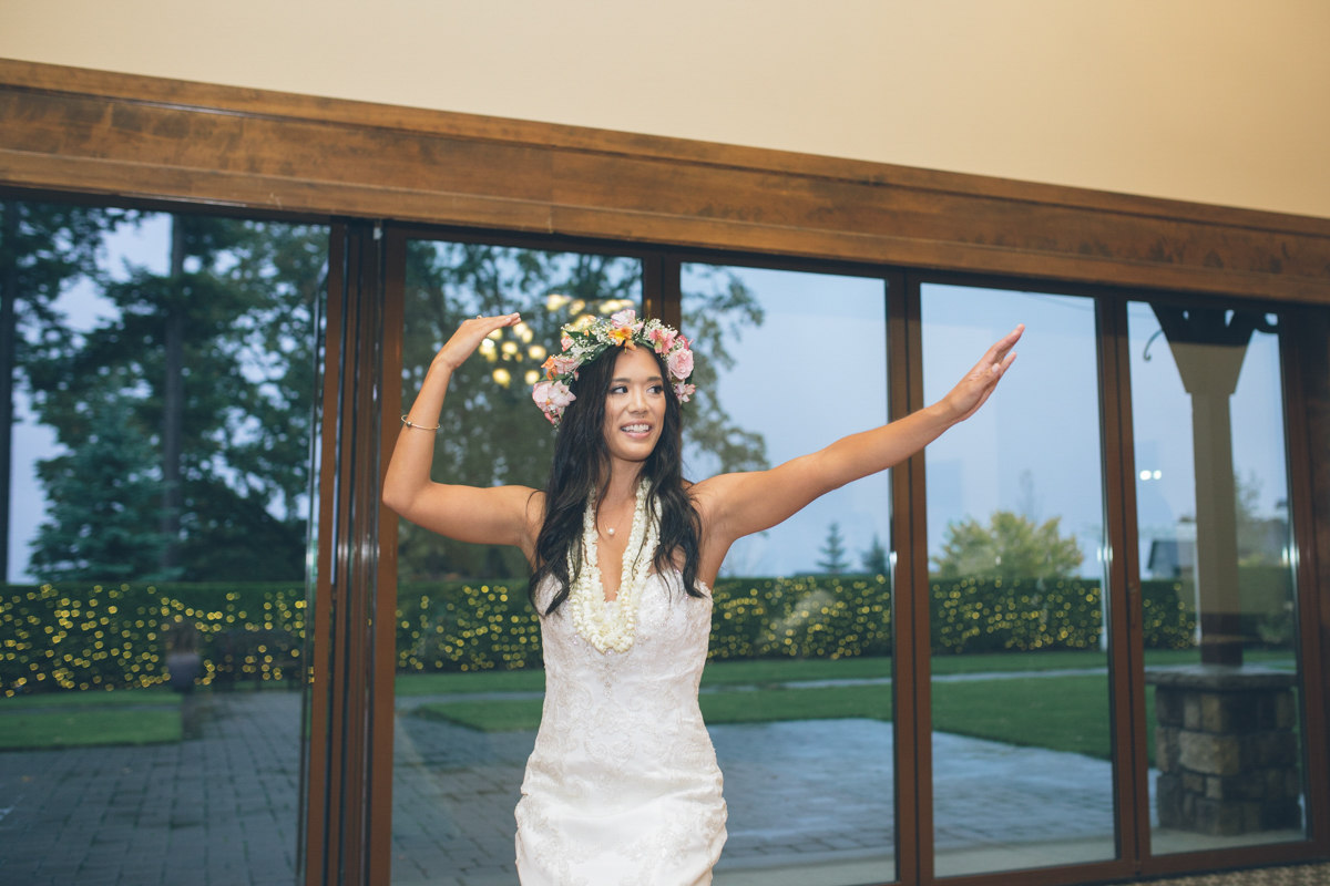 surprise hawaiian dance by bride