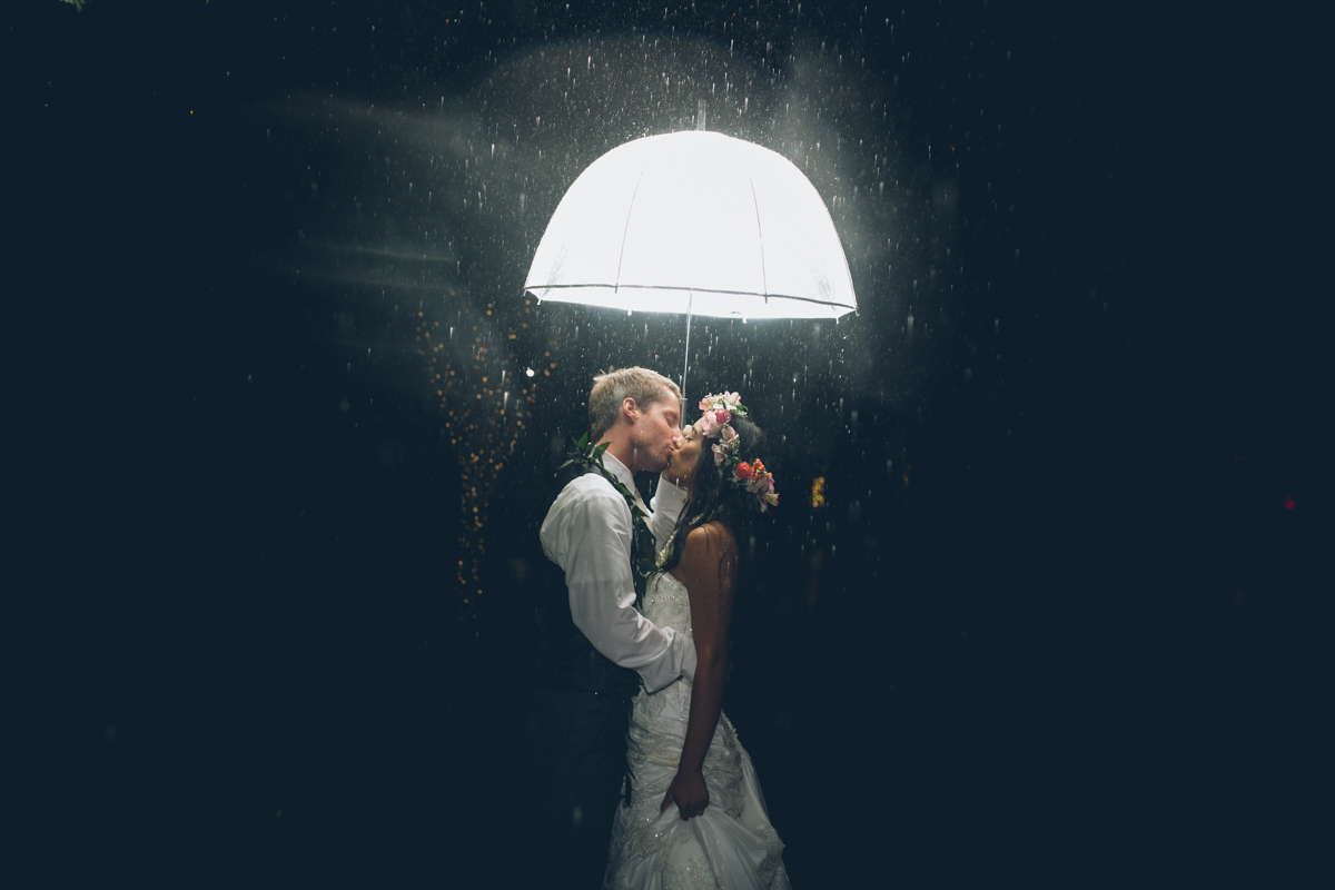 lit umbrella for night wedding photos
