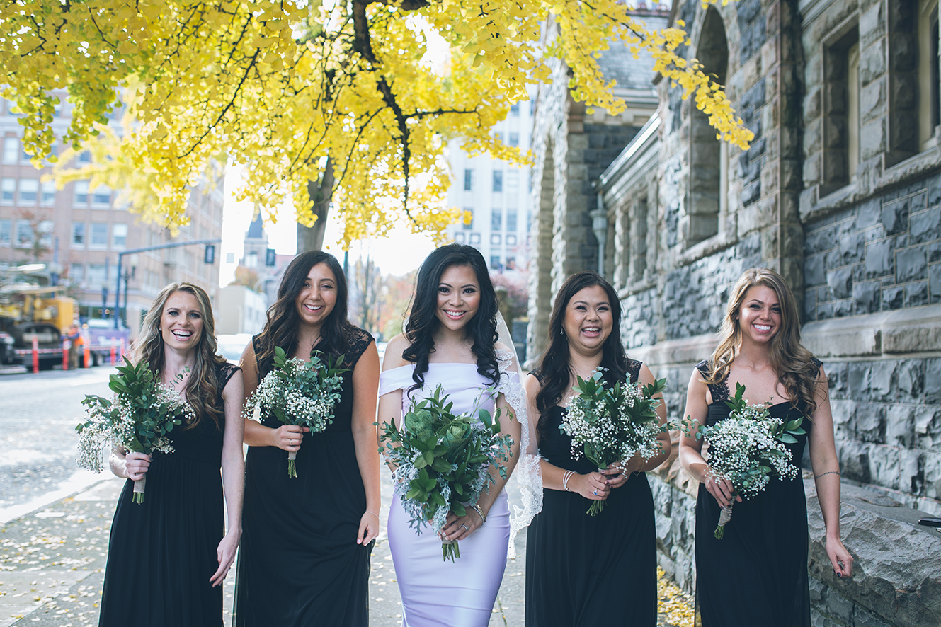 oregon fall bride and bridesmaids