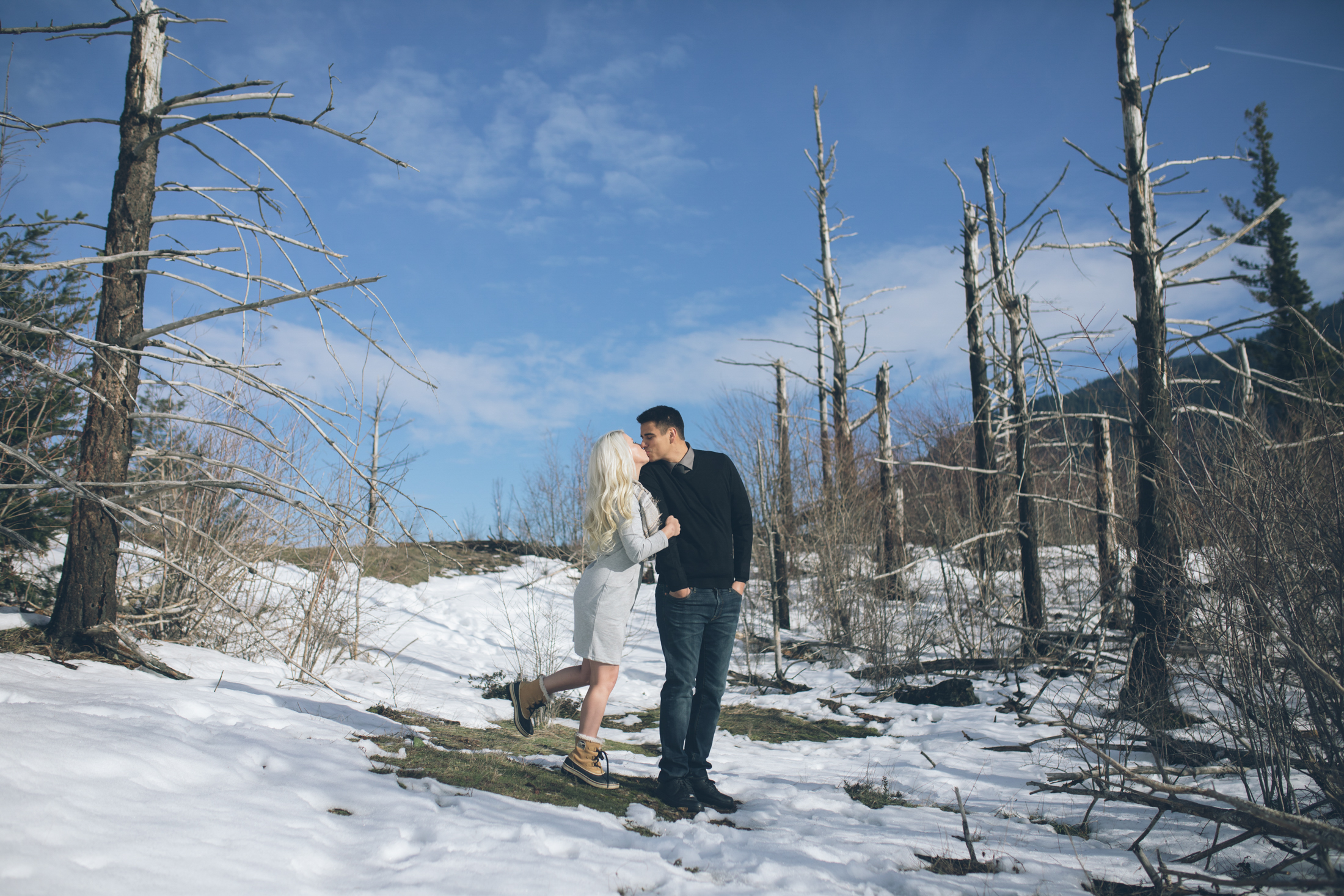 snow engagement photo shoot in mount hood oregon